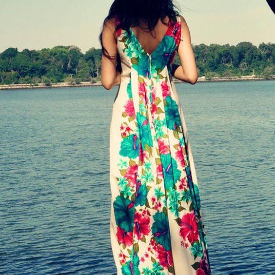 Beautiful Long Hawaiian Dress, with Hibiscus Floral Pattern / Vintage Dress